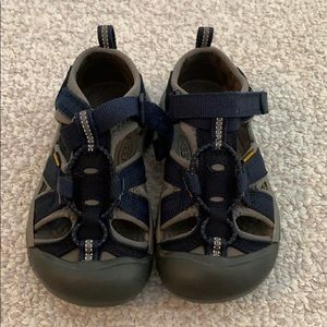 EUC little kid keen sandals